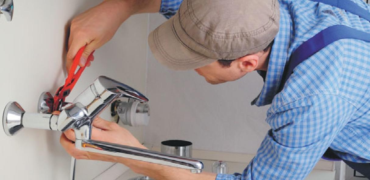 Монтаж, ремонт настенного смесителя в административных помещениях